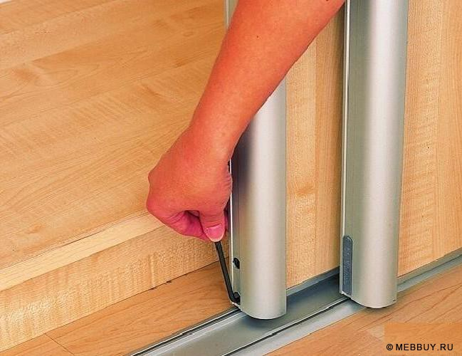 How to make a built-in wardrobe compartment with your hands .